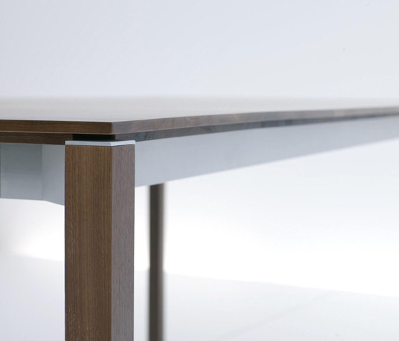Tira by more | Restaurant tables