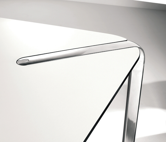 Ahrend 315 by Ahrend | Cafeteria tables