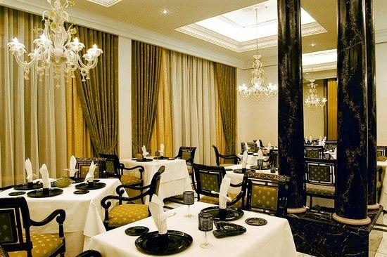 Ritz Carlton Berlin - 18433A by Kalmar | Chandeliers
