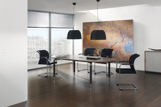 Antaro Schreibtischsystem von Assmann Büromöbel | Besprechungstische