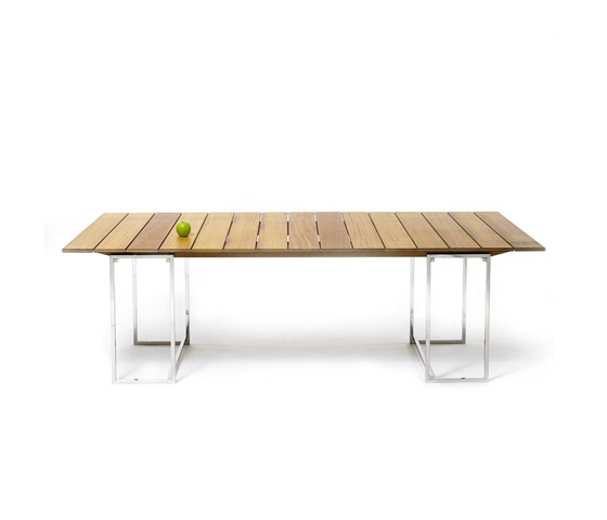 T 74 Outdoor Table by Ghyczy | Dining tables