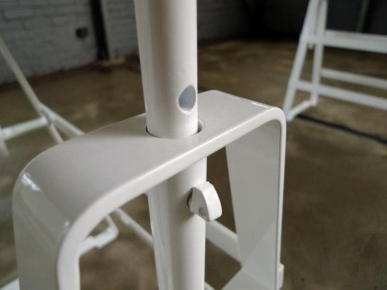 affe lackaffe tischbock von atelier hau mann affe. Black Bedroom Furniture Sets. Home Design Ideas