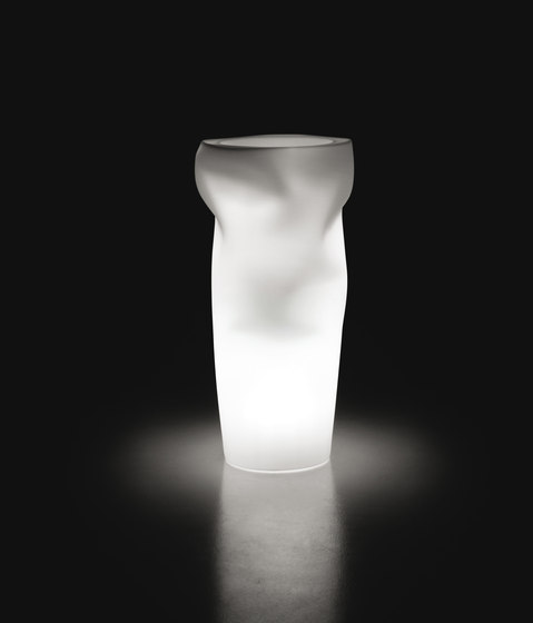 Saving/Space/Vase | Light de PLUST | Lámparas de suelo