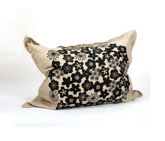 Flour Fellow Blomsteräng de Green Furniture Concept | Poufs saccos