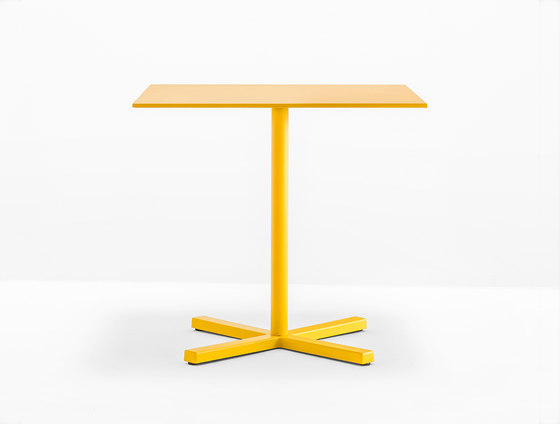 Bold 4752 by PEDRALI   Cafeteria tables