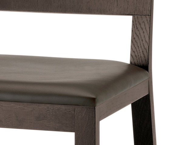 Feel 451* by PEDRALI | Restaurant chairs