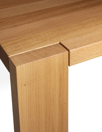 LONDON by e15 | Meeting room tables
