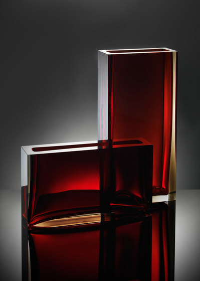Traam | smokey red by Anna Torfs | Vases