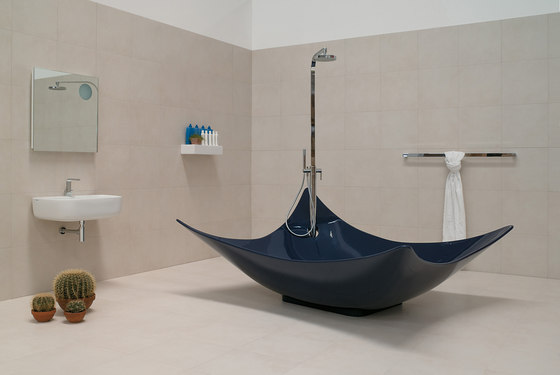 Leggera bath-tub by Ceramica Flaminia | Bathtubs special shapes