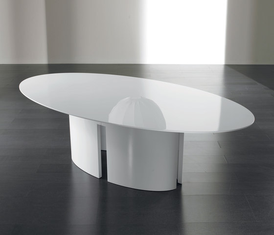 Gong Dining table by Meridiani | Restaurant tables