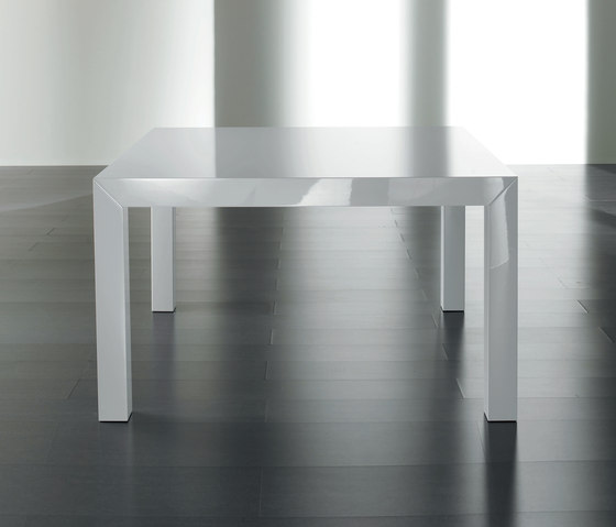 McQueen Dining table by Meridiani | Restaurant tables