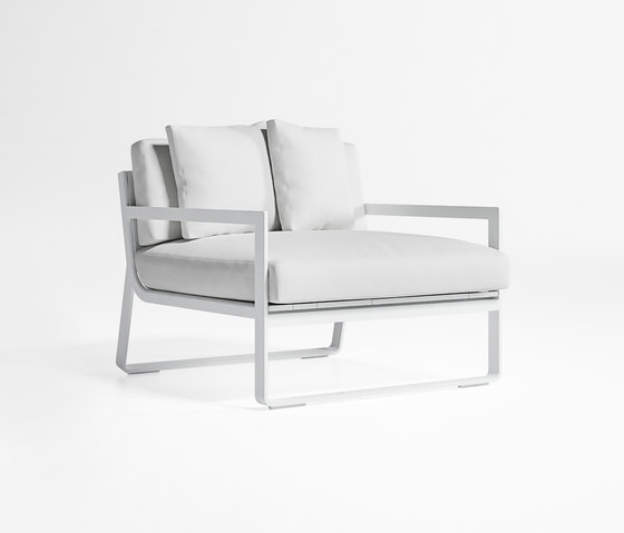 Flat Low Armchair by GANDIABLASCO | Garden armchairs