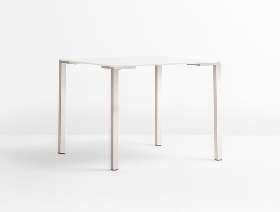 Togo TG by PEDRALI | Restaurant tables
