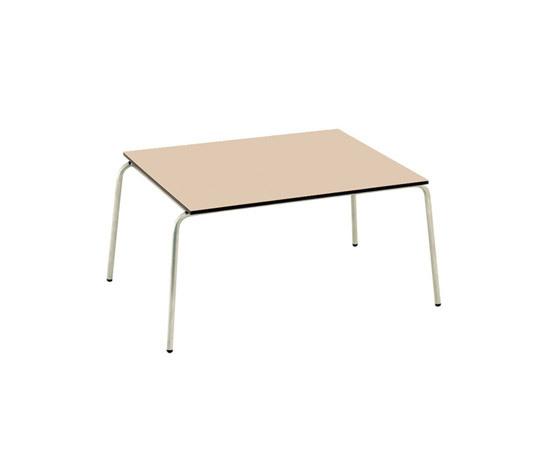 Trama Sling Side Table di Calma | Tavolini di servizio da giardino