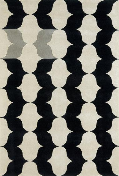 Un Papillon von Now Carpets | Formatteppiche / Designerteppiche