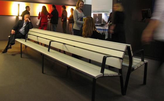 NeoRomántico Liviano 100% aluminio di Santa & Cole | Panche da esterno