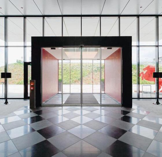 ST Sliding door systems de dormakaba | Puertas de entrada