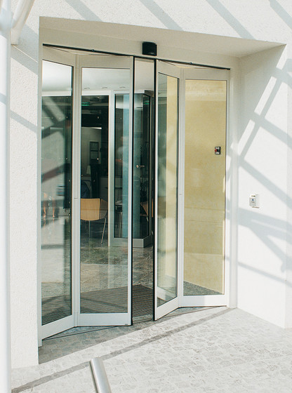 RST Space-saver doors by dormakaba | Entrance doors