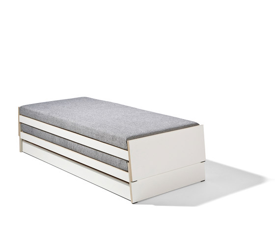 Lönneberga MDF stacking bed di Richard Lampert | Letti singoli
