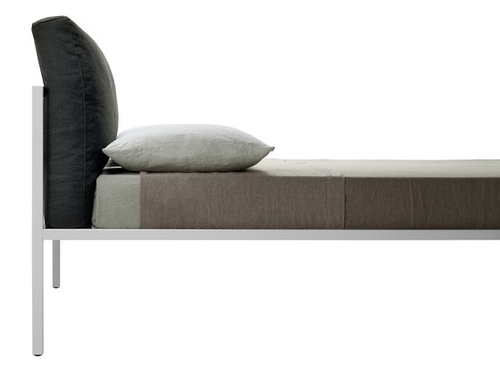 NYX | 1706-1707 by Zanotta | Single beds