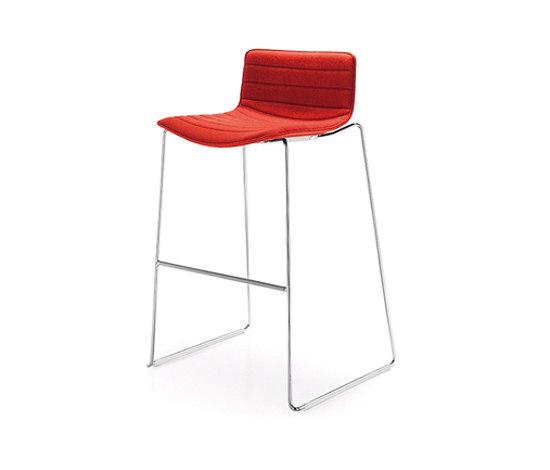 Catifa 46 | 0483 by Arper | Bar stools