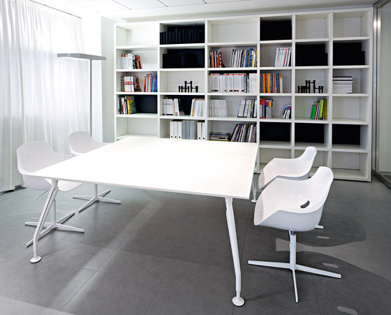 Glamour Meeting by Sinetica Industries | Conference tables