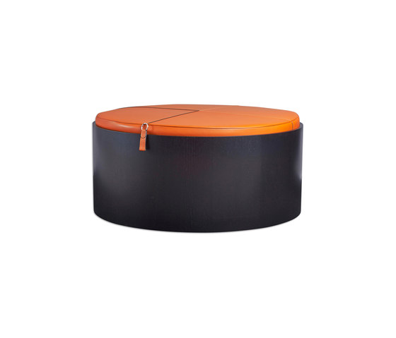 Stoll 90 – Oak Stained with orange calf leather cushion de Wildspirit | Contenedores / Cajas