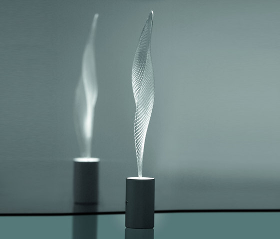 Cosmic Leaf table lamp by Artemide | General lighting
