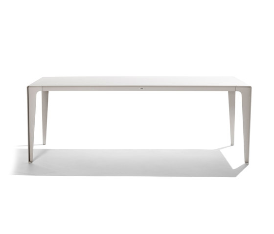 Mirthe Table by Tribù | Dining tables