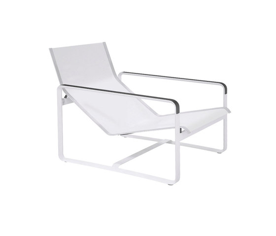 Neutra Easy chair de Tribù | Fauteuils de jardin