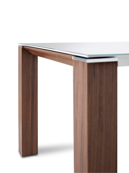 Dente Table by Jori | Restaurant tables