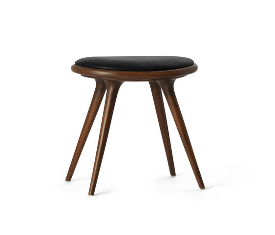 Low Stool dark stained oak 47 von Mater | Polsterhocker