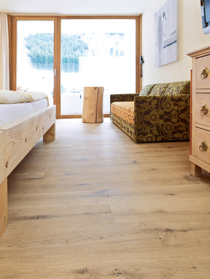 eiche country breitdiele geb rstet wei ge lt. Black Bedroom Furniture Sets. Home Design Ideas