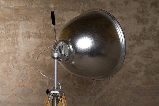 Unvernunft Stehleuchte by LIEHT | Floor lamps in aluminium