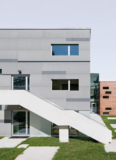 Elementary School St. Walburg by Rieder | Facade design