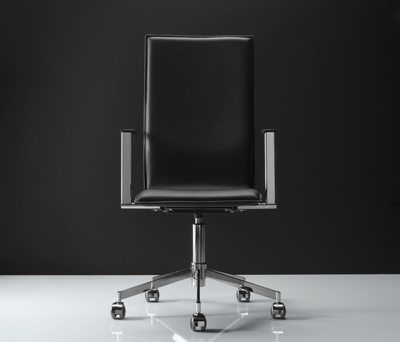 Inferno 5-leg base by Magnus Olesen | Conference chairs