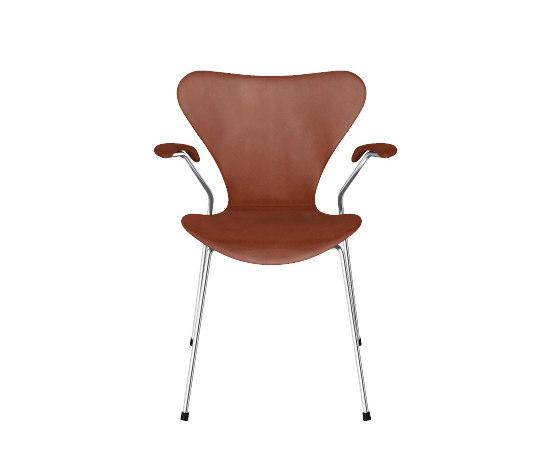Series 7™ Model 3207 de Fritz Hansen | Chaises polyvalentes