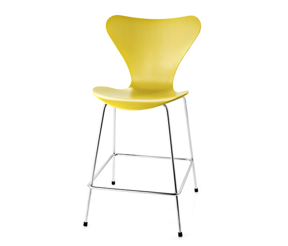 Series 7™ Model 3187 by Fritz Hansen | Bar stools