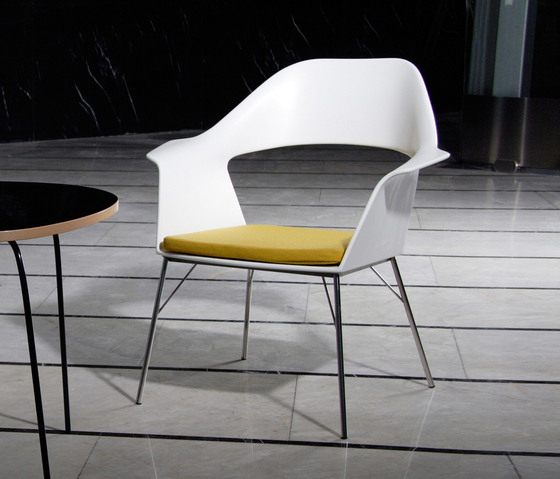 Brno armchair by AMOS DESIGN | Lounge chairs