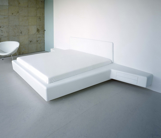 Whiteline bed by AMOS DESIGN | Beds