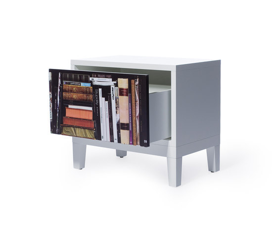 Bookshelf Sidetable von Skitsch by Hub Design | Beistelltische