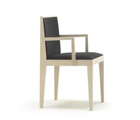 Vogue SI 1761 by Andreu World | Restaurant chairs