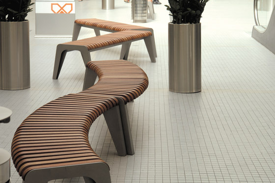 brunea | Curved park bench by mmcité | Exterior benches