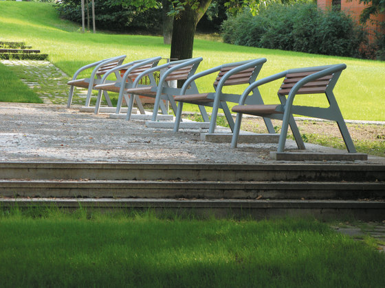 brunea | Park bench with backrest and armrests by mmcité | Exterior benches