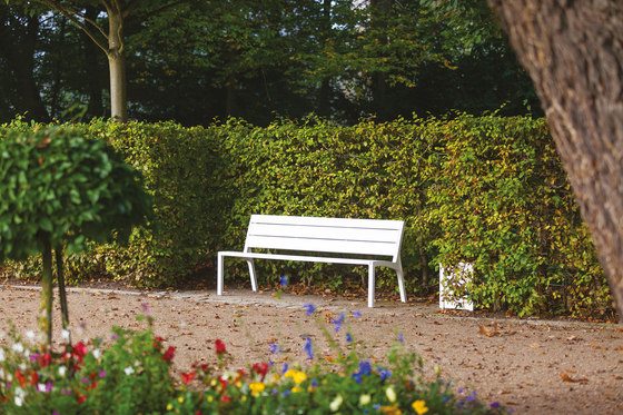 miela | Park bench with backrest by mmcité | Exterior benches