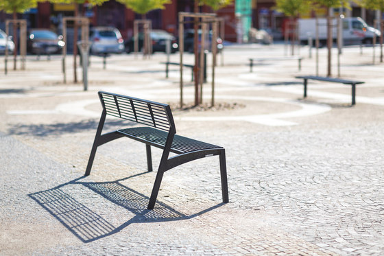 vera | Park bench with backrest by mmcité | Exterior benches