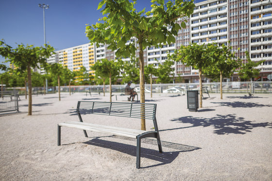 vera | Bench with backrest by mmcité | Exterior benches