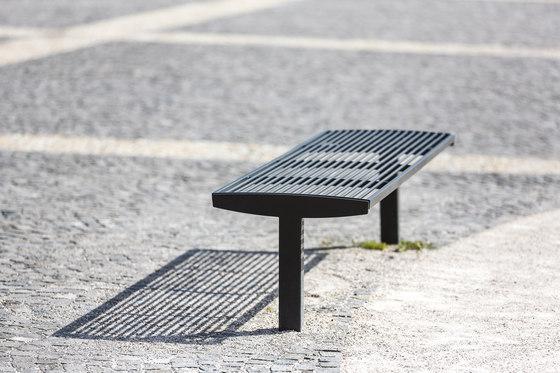 vera solo | Park bench on a central leg di mmcité | Panche da esterno