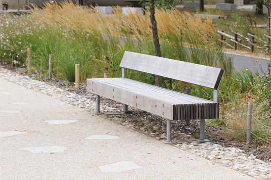 woody | Park bench with backrest by mmcité | Exterior benches