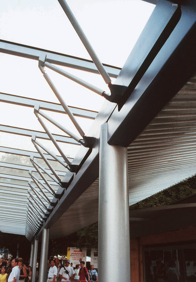 terminal Universal roofing system by mmcité | Bus stop shelters